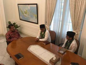 Pertemuan Anies dan Sandiaga dengan Wapres Jusuf Kalla. ©2017 Merdeka.com