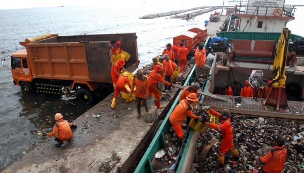 Pencemaran Sampah Plastik dan Ancaman Bencana Ekologi di Teluk Jakarta