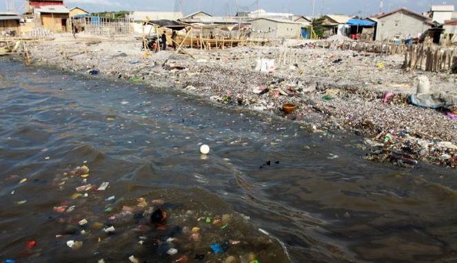 Teluk Jakarta: Merintih Tertindih Polutan