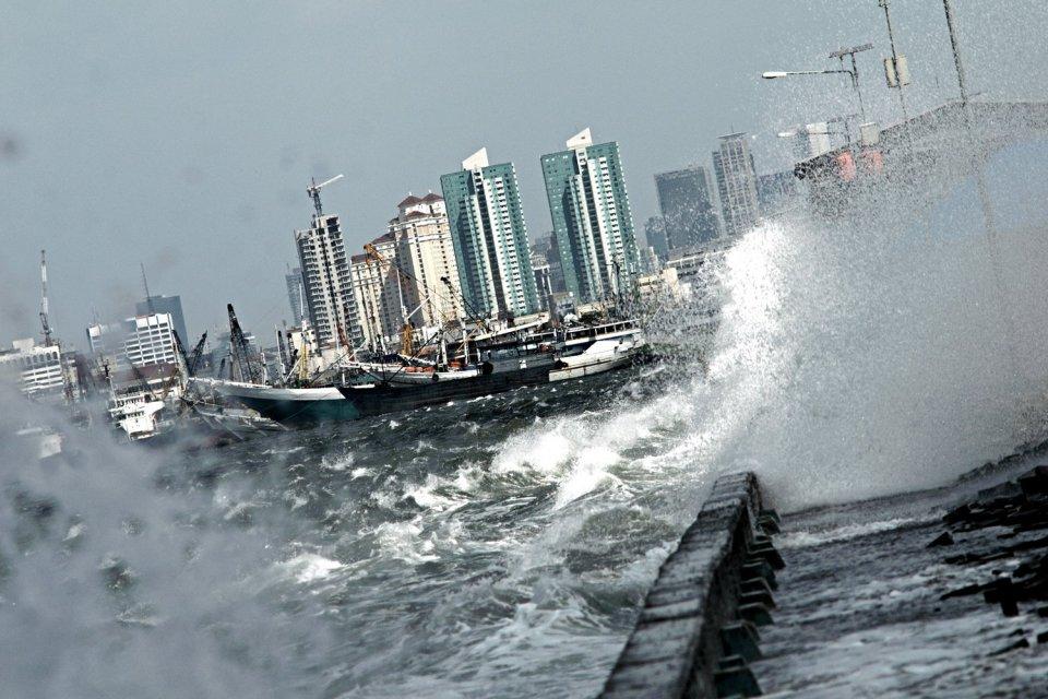 Cegah Jakarta Tenggelam, Menteri PUPR Giat Bangun Tanggul Laut