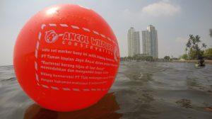 Marker Buoy tanda penanaman kerang hijau. (dok. PT Pembangunan Jaya Ancol Tbk)